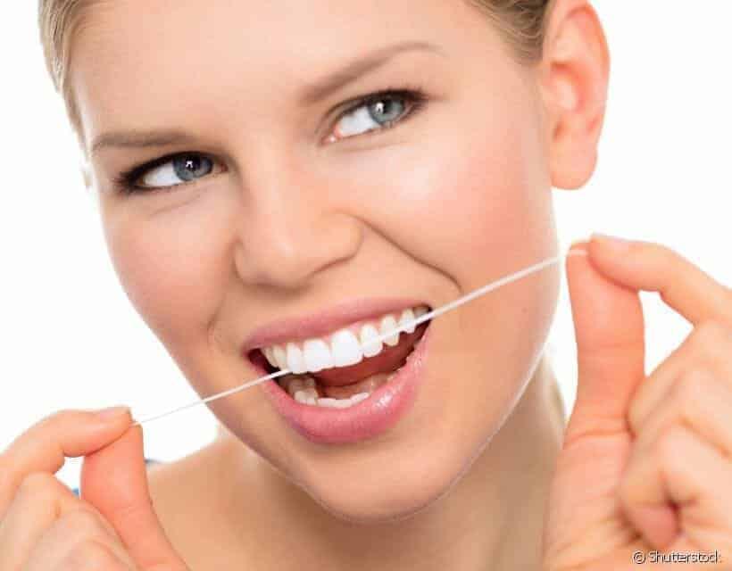 b9e95e7df Você passa o fio dental na linha da gengiva  Dentista explica a importância  deste hábito